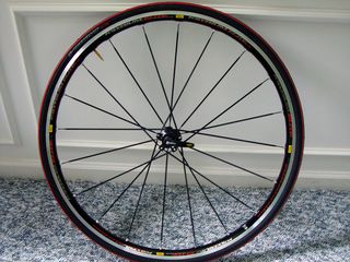 Mavic-Kysrium-Elite-wheelset-and-S-Works-Tires-(1)
